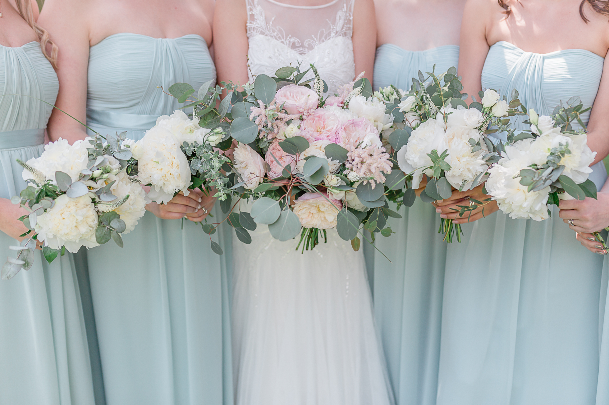 mint green and pastel pink wedding colours